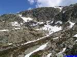 PICT1790: Le chemin c'est dans le pierrier et la neige vers en haut à gauche.